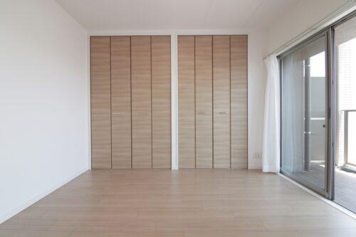 洋室約5帖のお部屋です。収納豊富のお部屋です。現地(2021年7月)撮影