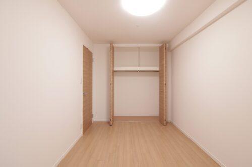洋室約6帖のお部屋です。現地(2021年7月)撮影