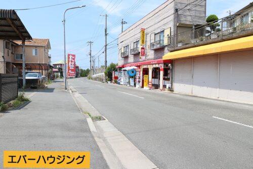 前面道路です。 現地(2021年8月)撮影