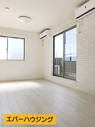 各洋室には照明器具とエアコンが設置済みです。