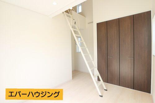 収納スペースや、寝るスペースなど様々に活用できて便利です。