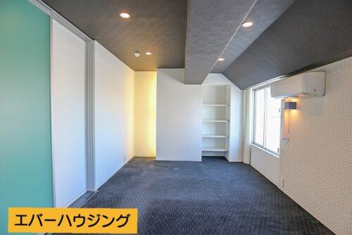洋室10帖のお部屋です。カーペット敷きのお部屋です。 ※写真はルームクリーニング前です。