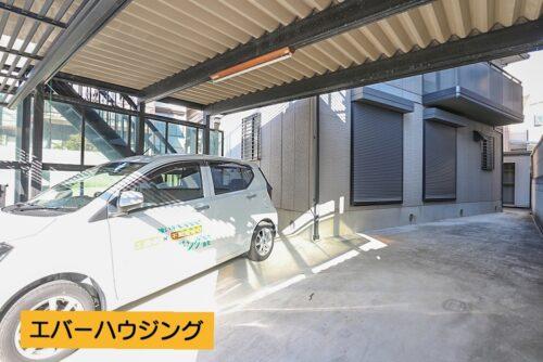 カーポート付きの駐車場スペースです。 3台分駐車可能です。