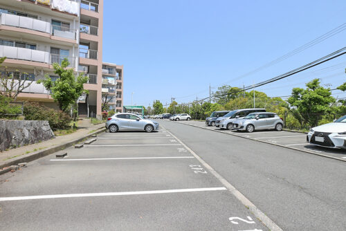 平置きの駐車スペースです。(2021年5月10日)撮影
