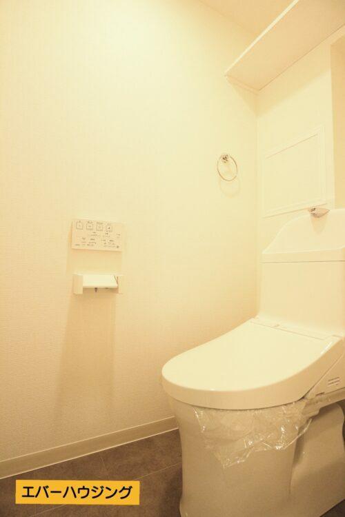 洗浄機能付きのトイレです。リフォームにて新調済み。