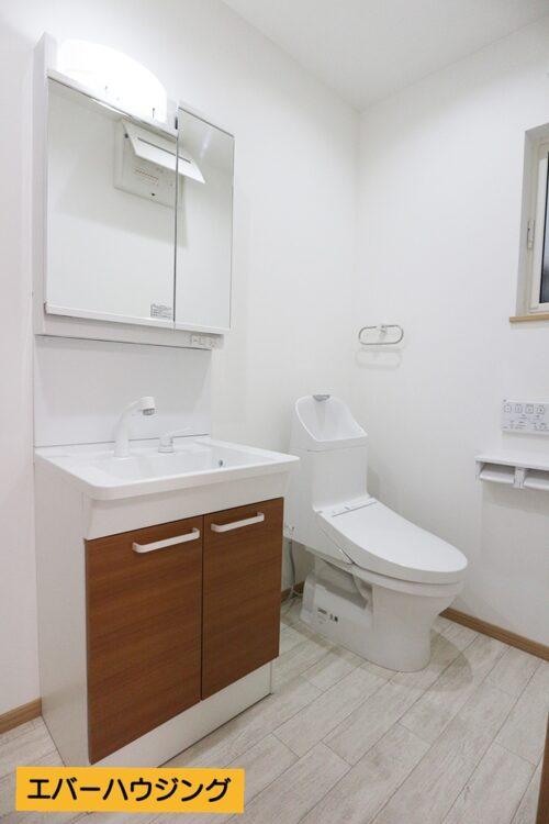 トイレと洗面台は同じスペースに。 ホテルライクなコンパクトな間取りです。