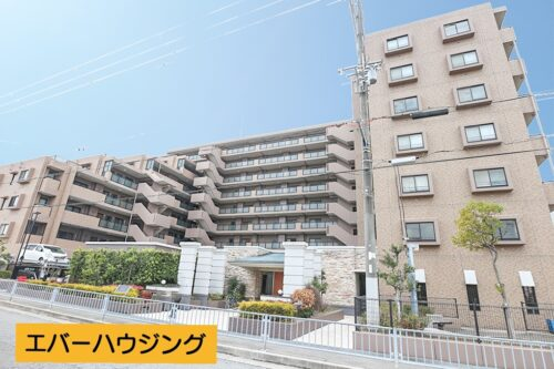 山陽電鉄「東二見駅」まで徒歩9分! 9階建ての4階部分で、陽当たり・通風良好です。