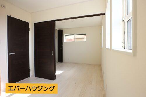 1階の洋室2部屋の間には、間仕切りがあるので、将来1部屋として利用することも可能です。