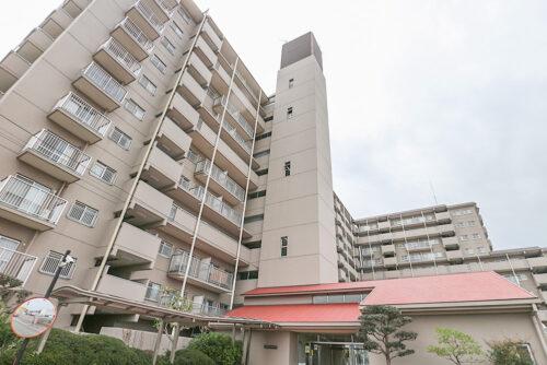 鉄筋鉄骨コンクリート造、11階建てマンションです。