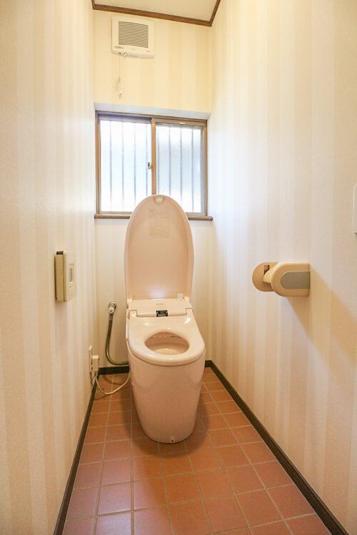 洗浄機能付きのトイレです。現地(2021年4月20日)撮影
