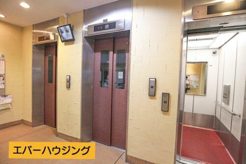 共用エレベーターです。3台あるので、朝の時間帯も安心です。