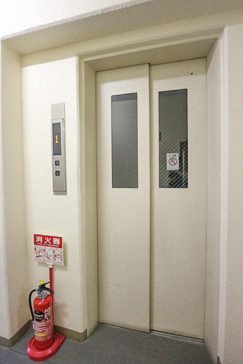 エレベーターもございます。現地(2021年7月)撮影