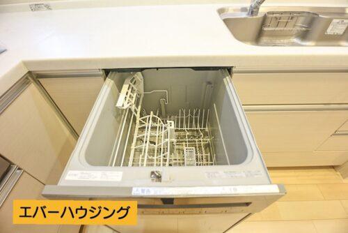 キッチンには食器洗い乾燥機付き。