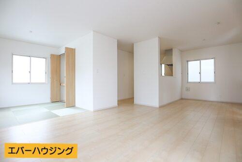 ナチュラルな内装なので、家具を選びやすいですね。