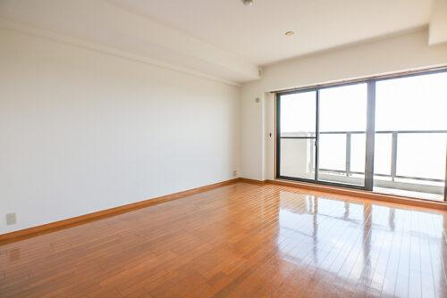 リビング内装はシンプルで色々な家具も合わせやすいです。