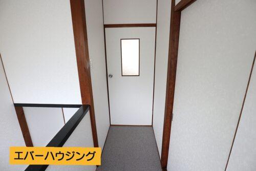 2階の洋室の扉です。