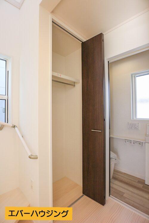 2階の廊下収納です。