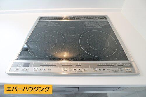 オール電化住宅なので、キッチンはIHコンロです。IHコンロはお掃除もしやすく、お手入れ簡単です。