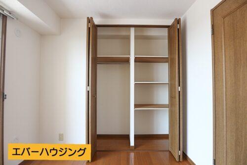 洋室のクローゼット収納です。