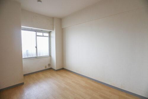 洋室5.8畳のお部屋です。