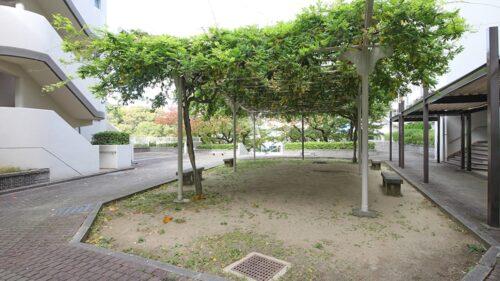 敷地内には広場もございます。