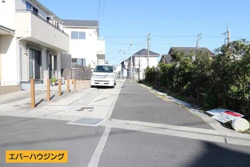 建物の前面道路です。