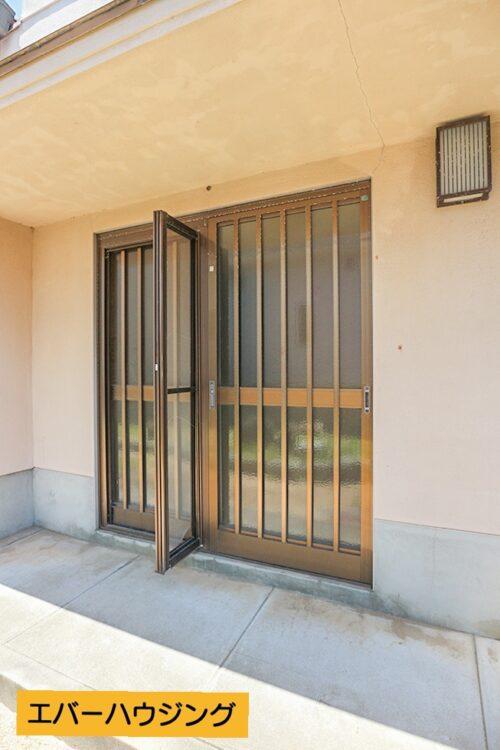 玄関扉です。現地(2021年5月)撮影