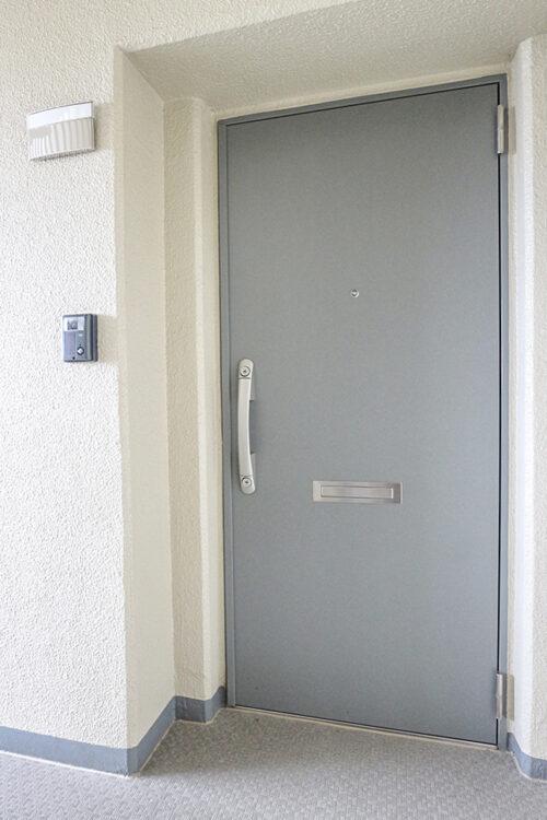 玄関扉です