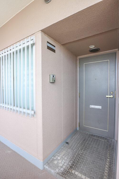アルコーブなので、玄関からお部屋の中が見えづらくなっています。(2021年4月27日)撮影