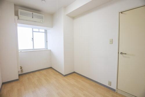 洋室5畳のお部屋です。