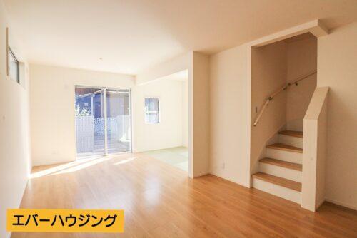 LDK16帖のお部屋です。使いやすい長方形の間取り♪リビング階段になっているので家族とのコミュニケーションを取りやすいです。