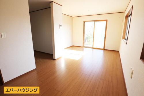 リビングと一体としてご利用できる畳スペースがございます。(居間)