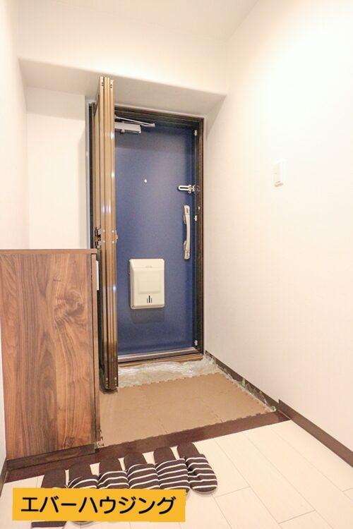 玄関スペースです。シューズボックスも新調済みです。