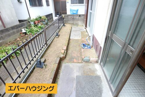 庭スペースです。1階に洗濯物が干せるので、家事導線がスムーズです。
