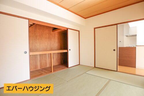 和室6帖のお部屋です。 大容量の押し入れ収納もございます。