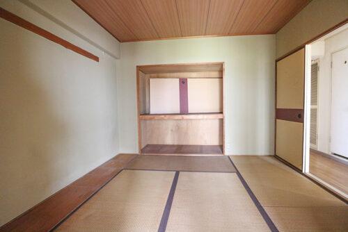 和室6帖のお部屋です。弊社にてリフォームも可能です。お気軽にご相談下さい。