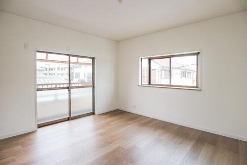 2階の洋室8帖のお部屋です。各居室にはクローゼット収納もございます。