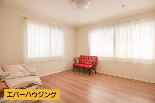 2階の洋室8帖のお部屋です。