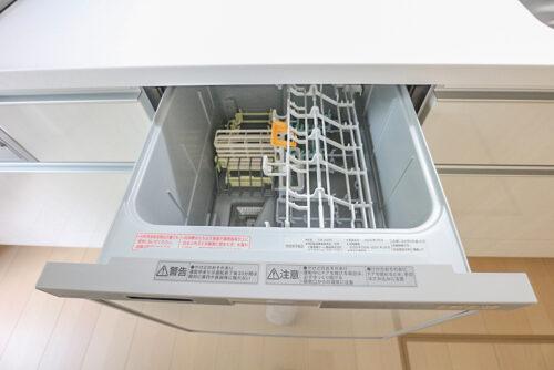 食器洗い乾燥機付きです。現地(2021年8月)撮影