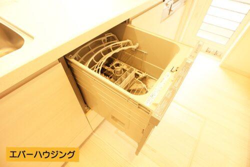 忙しい家事の手助けに、食器洗い乾燥機付きです!