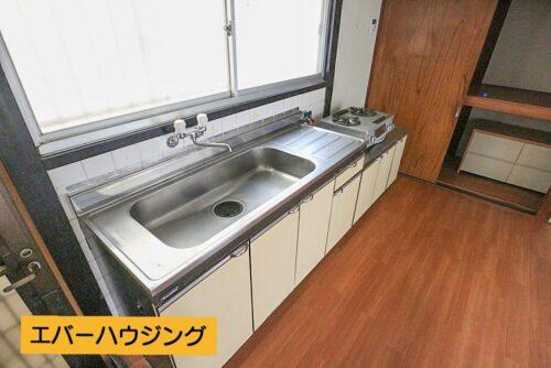 キッチンには小窓も付いていますので、換気に便利です。
