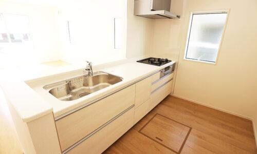 同形状・同仕様写真です。 対面式のシステムキッチン!調理しやすい3口ガスコンロです。