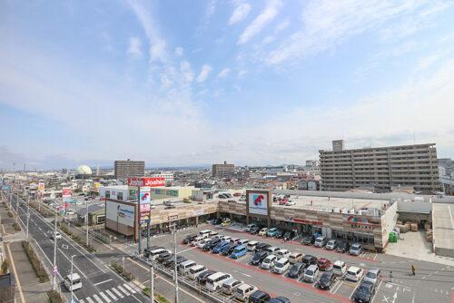 7階バルコニーからの眺望です。南側では海や海峡大橋も見えます。