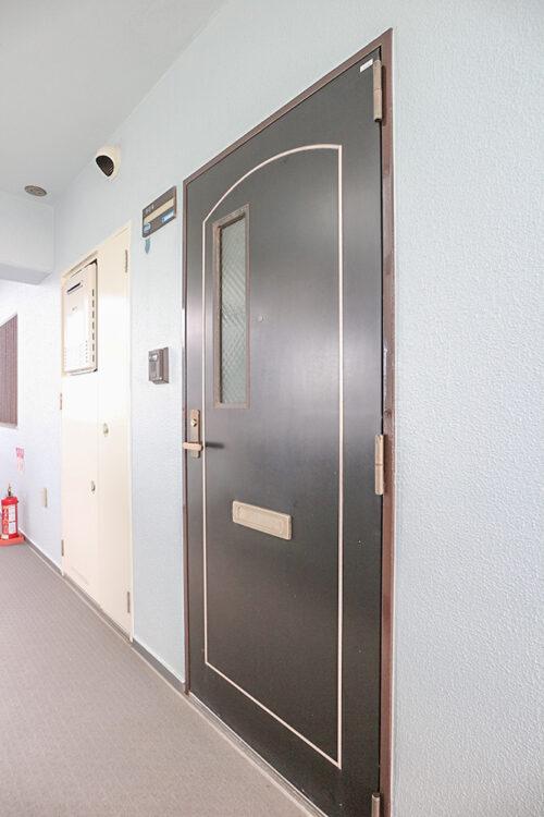 玄関扉です。現地(2021年10月)撮影