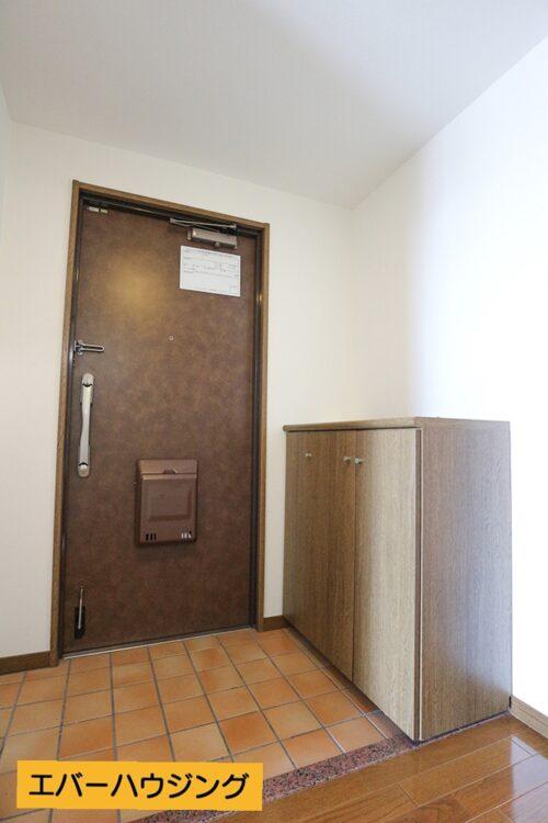 玄関にはシューズボックスもございます。