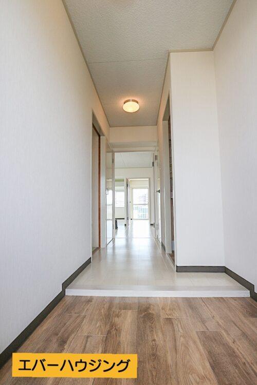 玄関スペースです。シューズボックスを置いても余裕のある広さです。