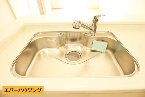 キッチン水栓は浄水と原水を切り替えられます。