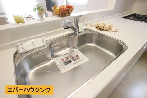 キッチンの水栓は浄水と原水を切り替えられます。