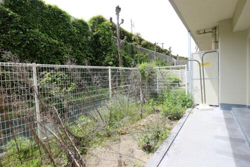 専用庭スペースは広々!ガーデニングも楽しめる広さです。(2021年4月23日)撮影