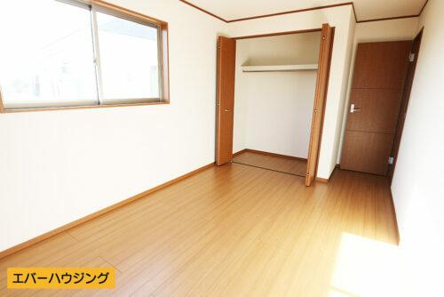 クローゼット付きでいつもお部屋はスッキリですね!(寝室)